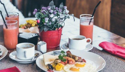 外食が高いと悩む人必見!◯◯を使って外食費をお得にする方法(タダもOK)